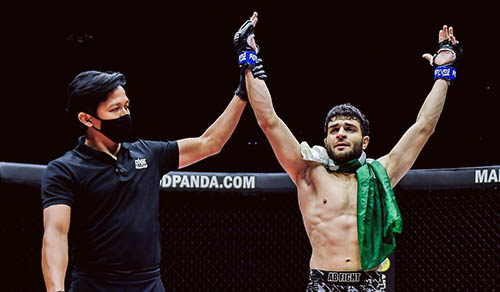Pakistan's MMA fighter Ahmed Mujtaba knock out Indian Raju